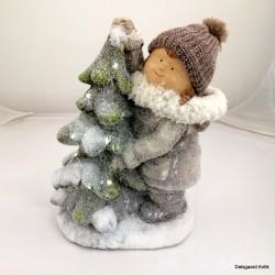 Pige med juletræ